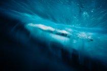 Vista panorámica de la hermosa ola azul - foto de stock