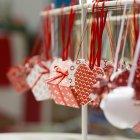 Рождественские сердца и украшения коробки подарка — стоковое фото