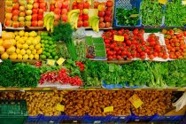Fruit and vegetable stall in market place — Stock Photo