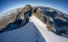 Schweiz, Alpen, malerischen Blick auf Spuren in den Bergen — Stockfoto