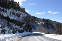 Scenic view of empty mountain road in winter — Stock Photo