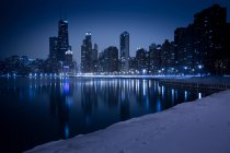 Skyline seen from North Avenue Beach at winter night, Chicago, Illinois, USA — Stock Photo