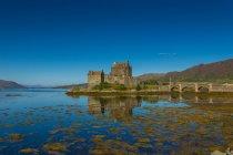 Vista panorámica del Castillo de Eilean Donan, Escocia, Reino Unido - foto de stock