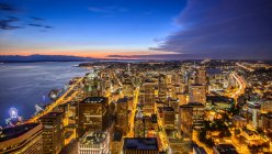 Vista panorámica del paisaje urbano de Seattle, estado de Washington, EE.UU. - foto de stock