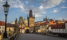 Scenic view of Mala Strana bridge tower and Prague Castle from Charles Bridge, Prague, Czech Republic — Stock Photo