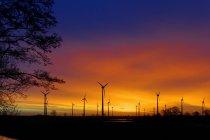 Allemagne, Basse-Saxe, Frise orientale, éoliennes près de Spetzerfehn — Photo de stock