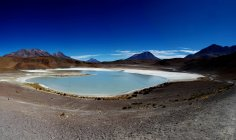 Scenic view of salty lagoon in mountains, Bolivia, Southern Highlands, Red Lagoon, — стоковое фото