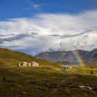Подвійна веселка в горах, Шотландія, Великобританія — стокове фото