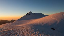Switzerland, Allalinhorn, The Alps, Wallis, scenic view of snowcapped mountains at sunrise — Stock Photo