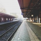 Railroad platform and walking people in Bussum, Netherlands — Stock Photo