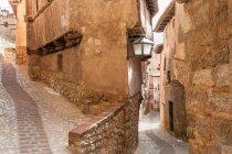 Мальовничий вид на двох вулиць зустріч, Albarracin, провінції Теруель, Арагон, Іспанія — стокове фото