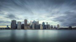 Длинные выдержки из Манхэттена, Нью-Йорк, США — стоковое фото
