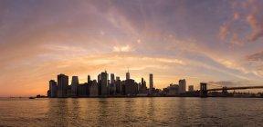 Manhattan desde Brooklyn, Nueva York, Estados Unidos - foto de stock