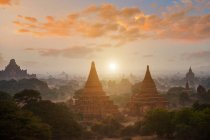 Scenic view of The plain of Bagan on during sunrise, Mandalay, Myanmar — Stock Photo