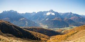 Aussichtsreiche Aussicht auf Bergkette, Dolomiten, Südtirol, Italien — Stockfoto
