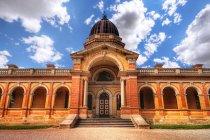 Мальовничий вид на фасад Губерн будівлі суду, Губерн, новий Південний Уельс, Австрали — стокове фото
