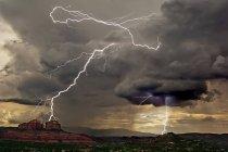 Vista panoramica di Lightning over Cathedral Rock, Arizona, America, Stati Uniti d'America — Foto stock