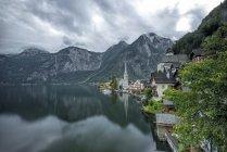 Vista panoramica del villaggio e del lago di Hallstatt, Obertraun, Gmunden, Austria — Foto stock