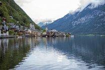 Vista panorámica de Hallstatt pueblo y lago, Obertraun, Gmunden, Austria - foto de stock