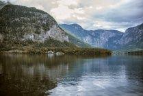 Живописный вид на Халльхайм и озеро, Гмммбург, Австрия — стоковое фото