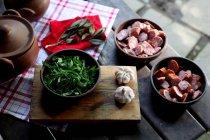 Closeup exibição dos ingredientes de preparação de feijoada — Fotografia de Stock