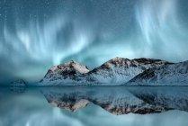 Vista panorâmica da majestosa aurora boreal, Haukland, Nordland, Noruega — Fotografia de Stock