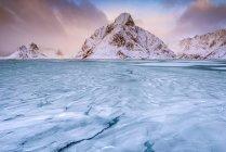 Vista panoramica della montagna Olstinden, Moskenes, Nordland, Norvegia — Foto stock