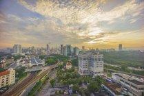 Мальовничий вид на горизонт міста на світанку, Куала-Лумпур, Малайзія — стокове фото