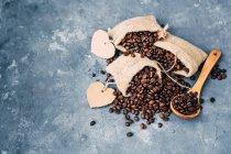 Vista aérea de sacos de granos de café - foto de stock