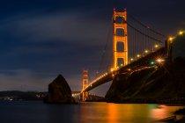 Vista panoramica del Golden Gate Bridge di notte, San Francisco, California, America, USA — Foto stock