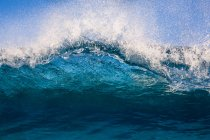 Lippe einer Welle bricht im Ozean, haleiwa, honolulu, hawaii, america, usa — Stockfoto