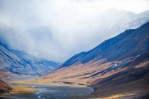 Paesaggio di montagna e Valle dell'Alaska Range, guardando verso Scott Peak e Red Mountain, visto dal Monte sopra Eielson Visitor Center, Parco nazionale di Denali, Alaska, ci — Foto stock