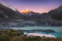 Закат на горе Аораки Кук, Макки, Южный остров, Новая Зеландия — стоковое фото