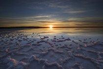 Vue panoramique sur le lever du soleil sur le lac salé, Australie occidentale, Australie — Photo de stock