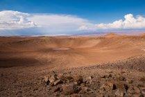 Живописный вид Monturaqui кратер в пустыне Атакама, Чили — стоковое фото