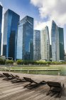 City skyline and bayfront walk, Singapore — стоковое фото