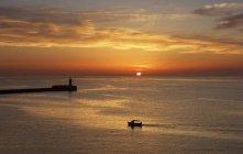Мальовничий вид на риболовлю на човні Sunrise, Валлетта, Мальта — стокове фото