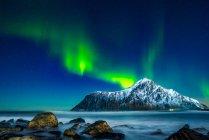 Vue panoramique sur les aurores boréales, Lofoten, Nordland, Norvège — Photo de stock