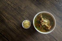 Indonesian grilled ribs soup, top view — Foto stock