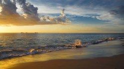 Vue panoramique sur la plage coucher de soleil, Burns Beach, Perth, Australie occidentale, Australie — Photo de stock