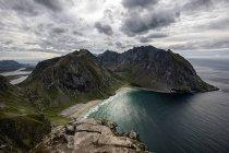 Vista panoramica sulla spiaggia di Kvalvika dal Monte Ryten, Lofoten, Nordland, Norvegia — Foto stock