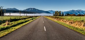 Straight road towards the mountains, South Island, New Zealand — Stock Photo