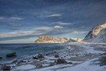 Живописный вид зимнего Бич, Лофотен, Нурланд, Норвегия — стоковое фото