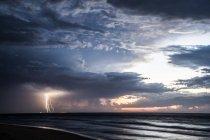 Vue panoramique sur l'orage en mer, île de Moreton, Queensland, Australie — Photo de stock