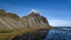 Живописный вид на Вестрахорн, Стокхеннес, юго-запад Исландии — стоковое фото