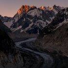 Мальовничий вид на дорогу в мер де Glace льодовик, Монблан, Альпи, Франція — стокове фото