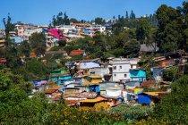 Malerischer Blick auf das Dorf in coonoor, nilgiris, tamil nadu, indien — Stockfoto