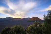 Lever du soleil à la Bromo Tengger Semeru National Park, dans la Province de Java est, Indonésie. — Photo de stock