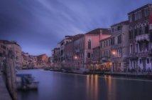 Мальовничий вид на венеціанські стежки 112, Венеція, Венето, Італія — стокове фото