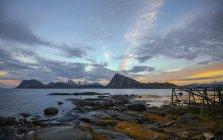 Malerischer Blick auf lille sandnes bei Sonnenuntergang, erhabene Inseln, Nordland, Norwegen — Stockfoto